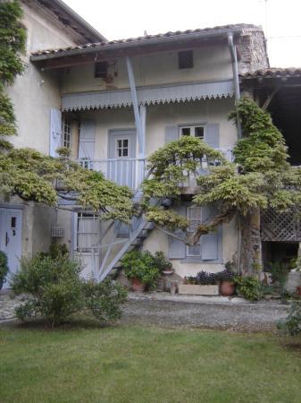 Les Pesques: Outside of house