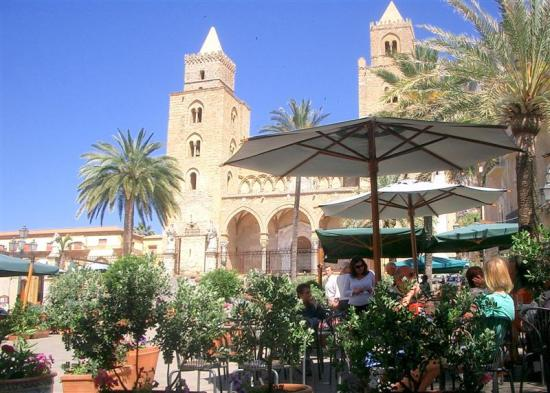 Villa Cefala: Main square in Cefalu (nearby town)