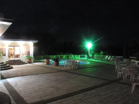 Turquoise Bay Dive & Beach Resort: Turquoise Bay at night