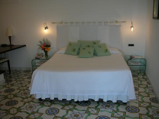 Santa Caterina Hotel: Main Room of Jr. Suite - Sitting Area  Separate