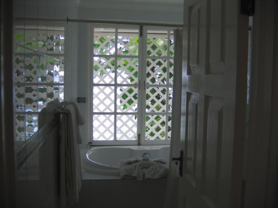 Jamaica Inn : Master Bedroom Jacuzzi