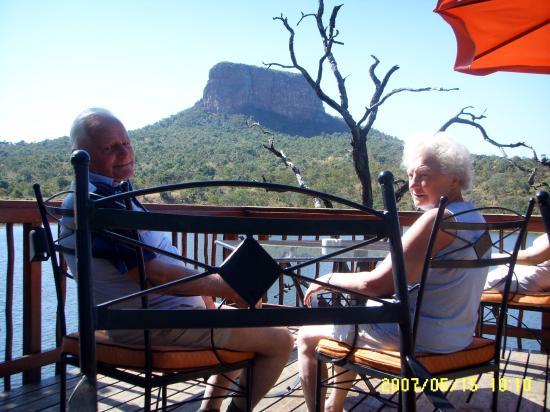 Kingfisher Lodge: Breakfast / Lunch backdrop
