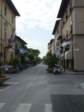 Hotel Mignon: Forte dei Marmi main shopping street
