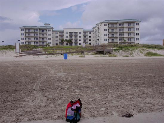 Holiday Inn Club Vacations Galveston Beach Resort: Pic of Hotel from the beach