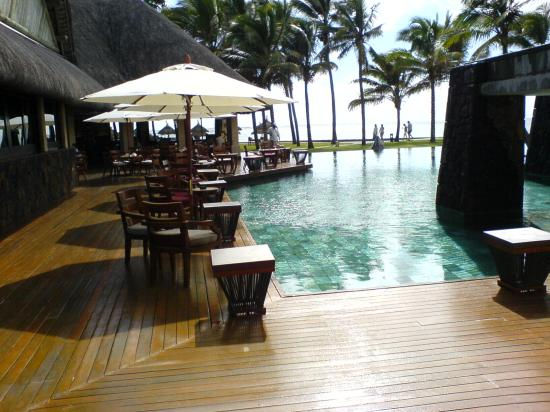 Constance Belle Mare Plage : Cocktail bar and pool