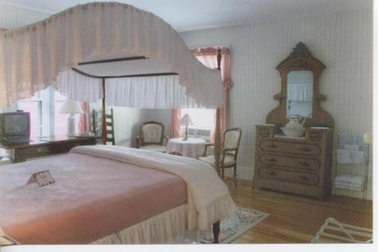 Amelia Payson House: My Room!!!