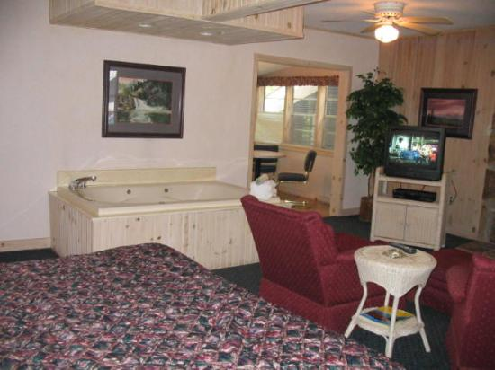 Carr's Northside Cottages & Motel: jacuzzi