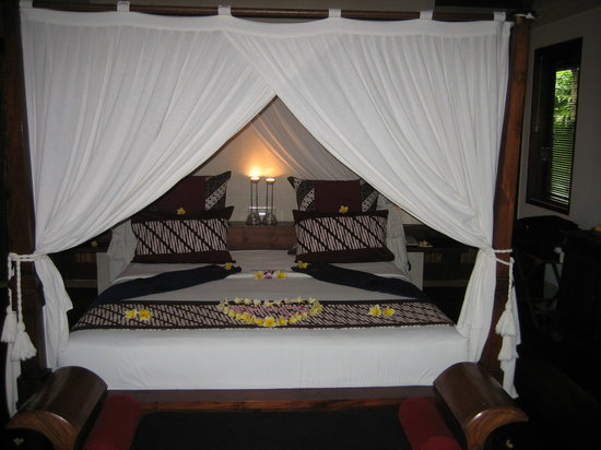Jamahal Private Resort & SPA: Canopy Bed