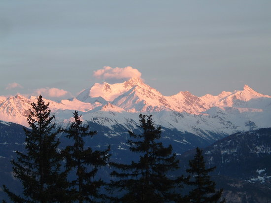 Alpes suizos, Suiza: View of Swiss Alps from Chalet