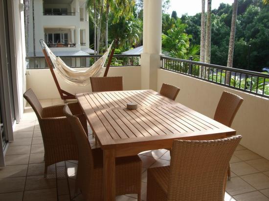 Mandalay & Shalimar Luxury Beachfront Apartments: Huge balcony