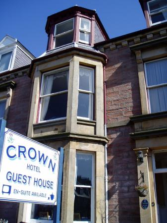 Crown Hotel Guesthouse: the entrance