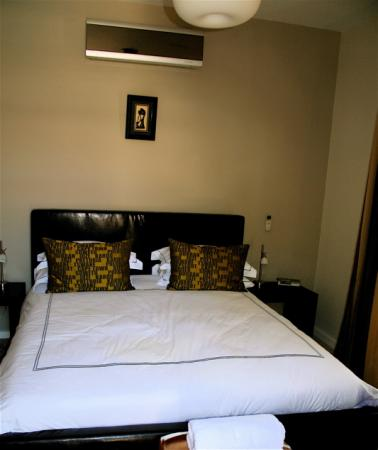 Derwent House Boutique Hotel: Clean rooms complete with internet, satellite tv and a/c