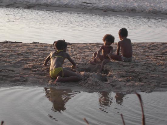 لواندا, أنجولا: Children playing