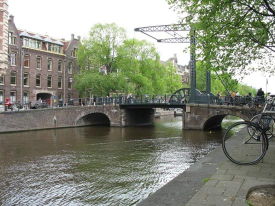 Amsterdam Escape: Quiet canal scene at the nearby drawbridge