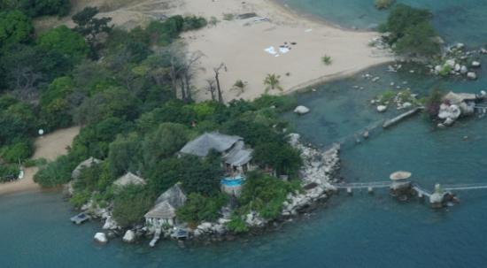 Kaya Mawa: Main lodge & huts from the air