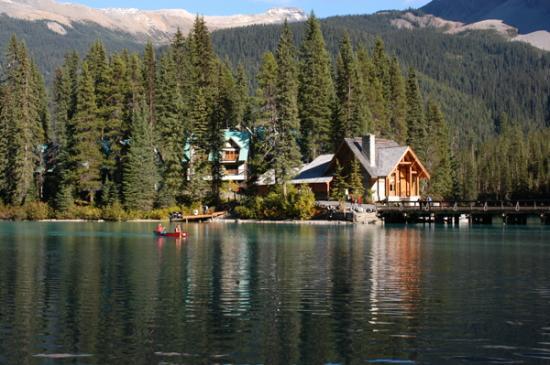 Emerald Lake Lodge : Lodge from the Lake