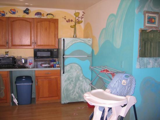 Maui Ocean Breezes: kitchen