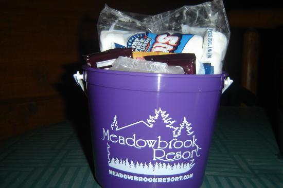 Meadowbrook Resort: Bucket of S'mores fixins that came with our package