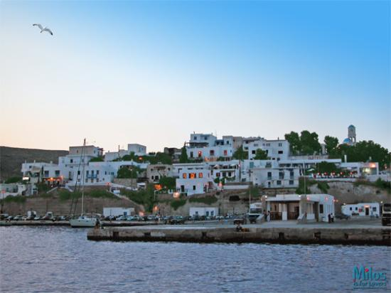 Adamas, اليونان: Adamas at dusk