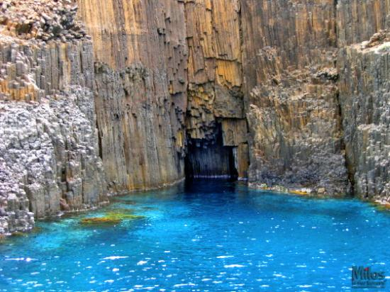 Milos, Grèce : Glaronissia - Cave