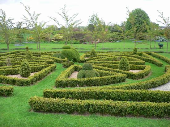 Clow Beck House: garden
