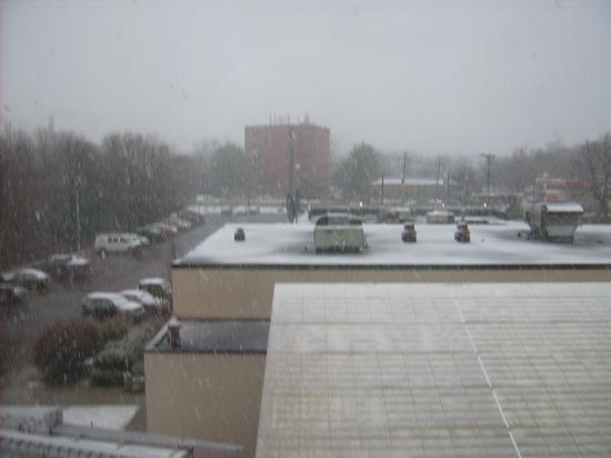 Best Western Plus New Englander: Snow on Easter Sunday