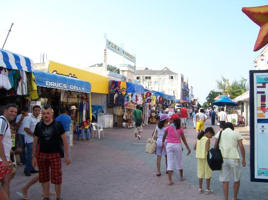 Hacienda Punta Sam: Playa Del Carmen-blocks & blocks of shopping