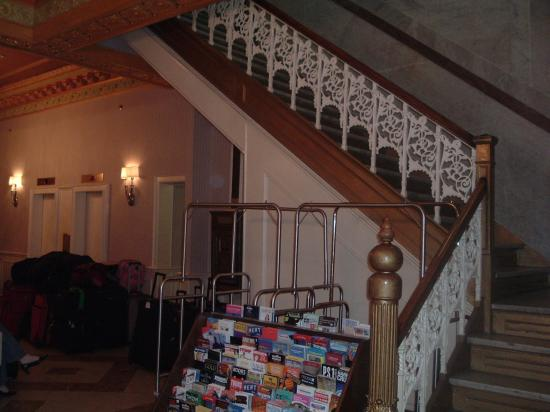 Radio City Apartments: lobby