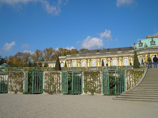 Potsdam, Alemania: garden outside Sansouci