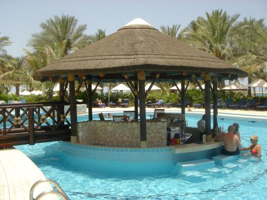 JA Jebel Ali Beach Hotel: Jebel Ali Pool Bar