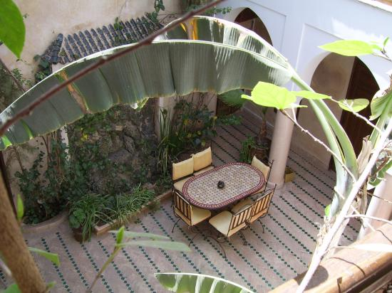 Riad Abaka: View of Courtyard from balcony