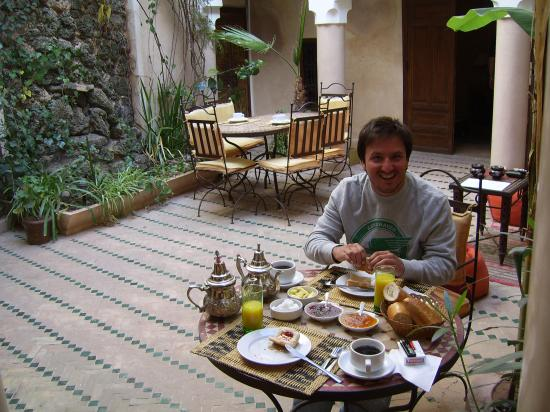 Riad Abaka: Enjoying the Fresh Breakfast