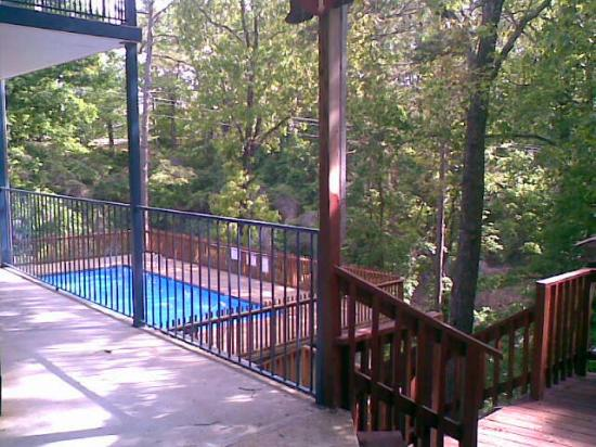 Ozarka Lodge: Pool area