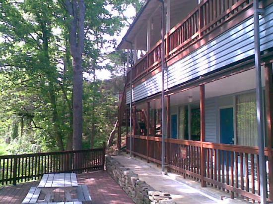 Eureka Springs Travelodge: Back area of hotel
