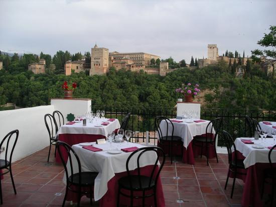 Santa Isabel la Real: Restaurant close to the Inn