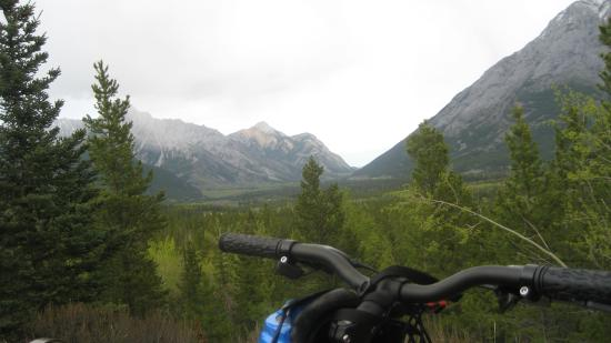 Delta Hotels by Marriott Kananaskis Lodge : view from bike trail