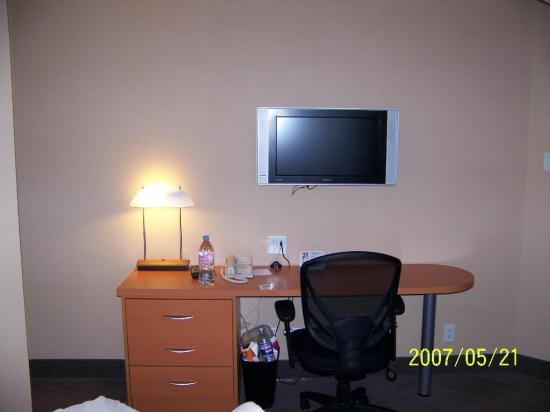 La Table De Bureau Et Television Numerique A Ecran Plat Picture Of