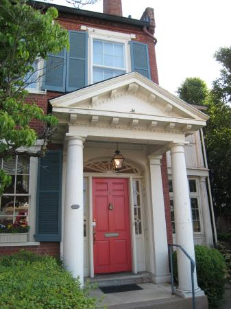 The Dinsmore House Bed & Breakfast: Front entrance