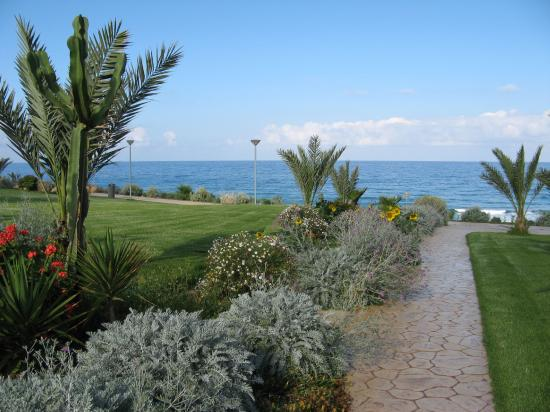 Helios Bay Hotel: Path to the Beach