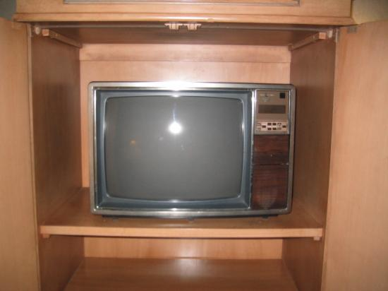 Best Western Plus All Suites Inn: Old, small tv