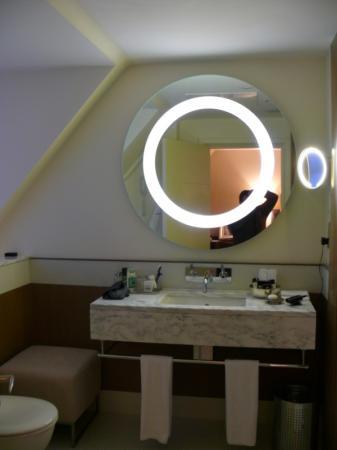 Brown's Hotel : Bathroom