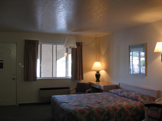 Four Corners Inn : Bed area