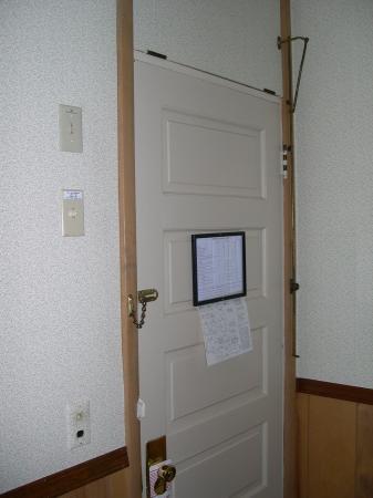 Alpine Resort & Golf: Hotel door doesn't close tightly