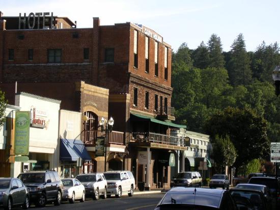 Historic Cary House Hotel From Main Street