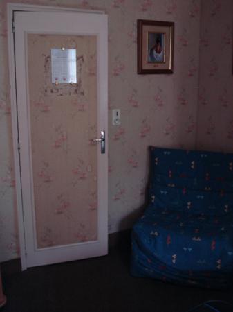 Hostellerie de la Renaudiere: tasteful combinations and interesting stains around the door...