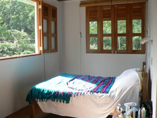 La Mariposa Spanish School and Eco Hotel: View of bedroom, Mariposa