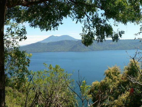 La Mariposa Spanish School and Eco Hotel: Nearby lake and volcano, Nicaragua