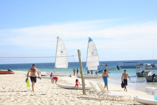 Castaway Island Fiji: Front beach on Castaway