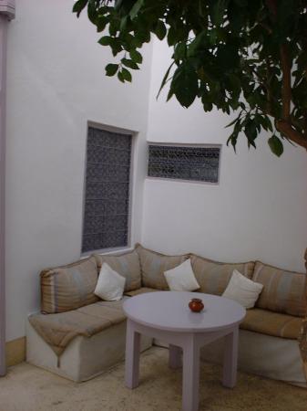 Dar Soukaina: Outside sitting area