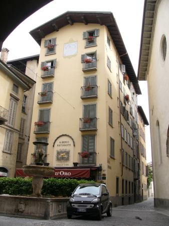Hotel Agnello d'Oro: The hotel from the outside